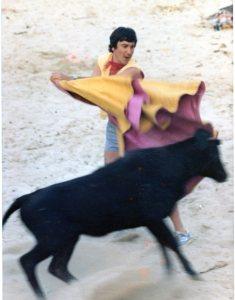 Fiestas de S.Juan1.979,Toreando una vaquilla a Beneficio de Aspaber
