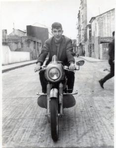 probando la Bultaco Metralla 1.964